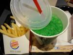 Min kone bestilte Fanta på Bruger King i Asakusabashi i Tokyo og det var så grønt og smagte af skovmærke